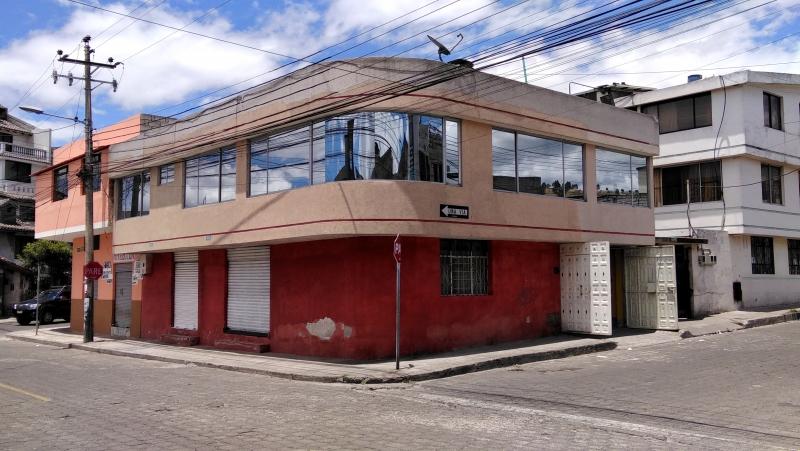 MARISCAL DE AYACUCHO VENDO CASA EN P. H. 1 DEPARTAMENTO. 2 ALMACENES, PARQ. TERRAZA SUR DE QUITO