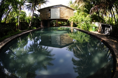 En venta hostal de 12 habitaciones con amplios jardines en Playa El Tunco