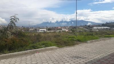 Vendo lotes de 370m2 planos y urbanizados en San juan de Carapungo Bellavista
