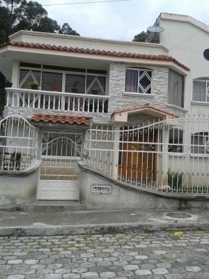 HERMOSA CASA DE DOS PLANTAS UBICADA EN CONOCOTO SECTOR COLEGIO LA SALLE COOPERATIVA DE VIVIENDA HERMANO MIGUEL
