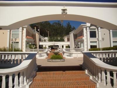CASA DE LUJO CON 4 DORMITORIOS SECTOR SAN JUAN DE CUMBAYA DENTRO DE CONJUNTO PRIVADO
