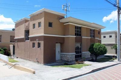 Casa Laguna Azul, sector Mitad del Mundo, guardianí permanente $94.500