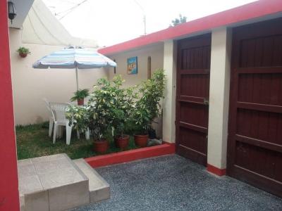 Se vende casa, consta casa principal de 02 plantas y dos mini departamentos