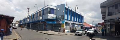 Edificio comercial esquinero en Av. 5 con Calle 6