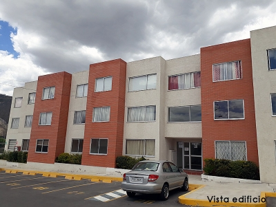 Arriendo departamento Pomasqui,conjunto La Campiña, 3 dormitorios $300 incluye condominio 2353232, 0997592747, 0958838194