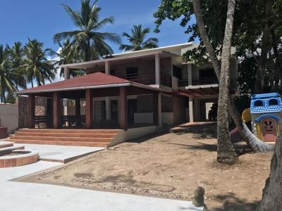 villa frente a la playa en guayacanes