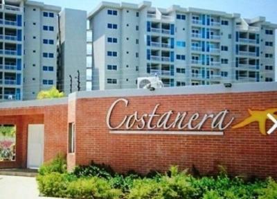 Se Vende Apartamento en Playa Moreno, Resd. Costanera.