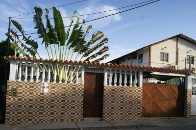 Casa Con Local en San Lorenzp, Pampatar.