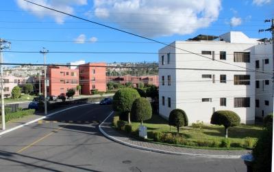 Dos Hemisferios, arriendo departamento de 3 dormitorios con mejoras $250 Inf: 2353232, 0997592747, 0992758548