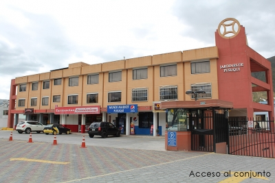 Jardines de Pusuqui, vendo departameno planta baja, amplio 3 dormitorios $55.000