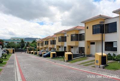 Casa conjunto Ciudad Alisos, 2 pisos, 106m2 construcción, doble parqueadero