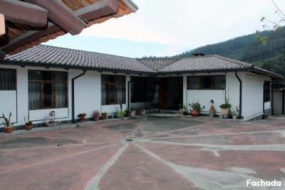 Casa Valle de los Chillos, sector Mirasierra, 240m2 de construcción,1030m2 de terreno $240.000 2353232, 0997592747