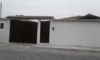 Hermosa casa independiente de una planta en Urb. privada, sector Capelo Valle de los Chillos