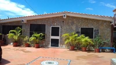 Vendo Casa-Posada en Sector El Hato.