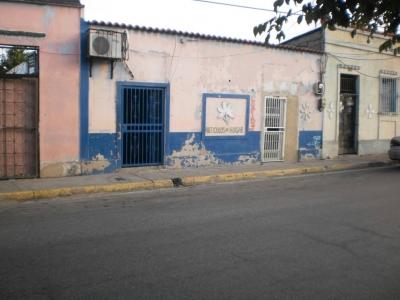 CASA EN PORLAMAR CON LOCAL COMERCIAL OPORTUNIDAD FRENTE TERMINAL