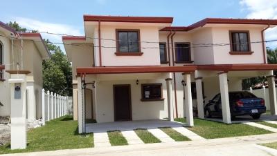 00154 Casa amplia de 3 hab en Condominio en Vila del Lago en Coyol