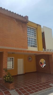 Townhouse en El Limón Sector Piñal Norte