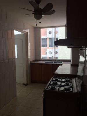 Se vende comodo apartamento del Edificio P.H. Atlantis en El Cangrejo,Ciudad de Panamá.