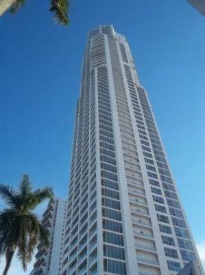 Alquilo Apartamento de Lujo en Av. Balboa 2 Recamaras  #17-4894 **GG**