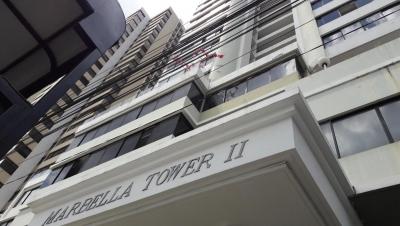 18-1709 AF Se vende amplio apartamento en Marbella
