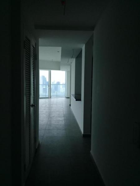 Se vende apartamento en Avenida Balboa  #18-2924**HH**