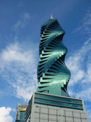 A8VOL0003 Oficina en F&F Tower, Revolution en Venta (El Tornillo)