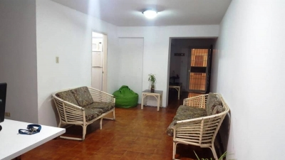 SOLUINCA, Solución Integral Inmobiliaria, C.A. Te ofrece cómodo apartamento con excelente ubicación, Paseo la Feria, el cual consta de un área aproximada de 98mts2 y comp