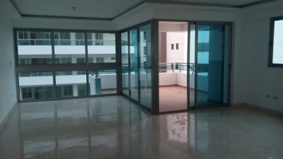 Alquilo con vista al mar, balcón tipo terraza amplio apartamento nuevo de 236 m2
