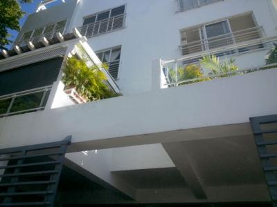 Amplio Apartamento en Los Prados 2do Piso y Terraza
