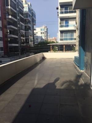 Apartamento con terraza en Evaristo Morales
