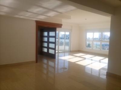 Lujoso apartamento de 3 habitaciones con linea blanca ubicado en Bella Vista