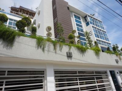Apartamento de 3 habitaciones y terraza ubicado en Cacicazgos