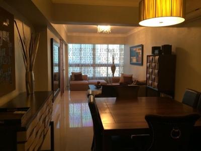 Elegante apartamento amueblado de primera