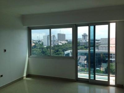Espacioso apartamento en piso alto.