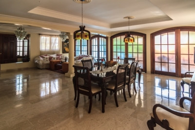 Venta Casa dos niveles, Piscina, Marmol y Caoba en Arroyo Hondo III