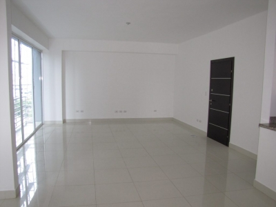 Apartamento en 8vo piso de torre de Naco