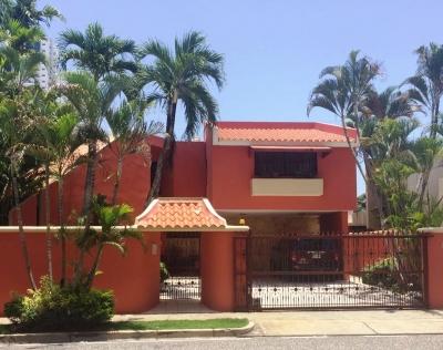Amplia casa en venta en Cacicazgos
