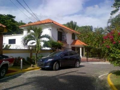 Casa en venta en Arroyo Hondo III, Santo Domingo