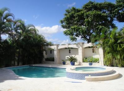 Casa en Alquiler de 1054M2. Arroyo Hondo.