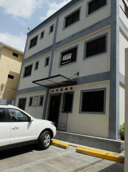 Edificio de 3 niveles de 260 mts en Renta en Urb. Fernandez