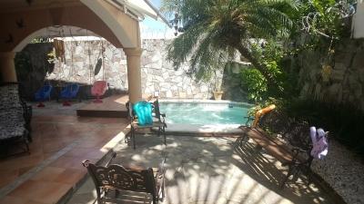 Casa de 4 hab en Las Praderas - patio con jacuzzi