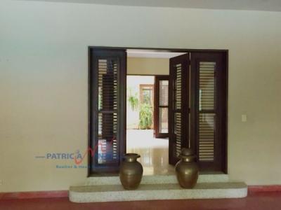 Hermosa y espaciosa propiedad localizada en el exclusivo sector del Vergel, con acceso a dos calles principales del polígono central de santo Domingo.