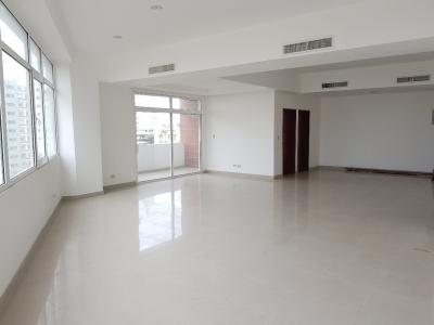 Alquilo local para oficina de 105 m2 en Torre Empresarial - Esperilla