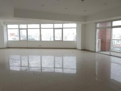 Alquilo local para oficina de 233 m2 en Torre Empresarial - Esperilla