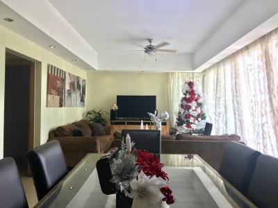 NACO: Moderno apartamento en 2do Nivel con Terraza