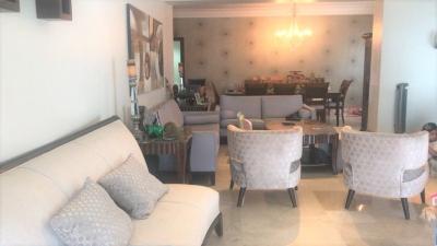 Bello apartamento en venta en Evaristo Morales