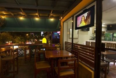 Restaurant activo incluye mobiliario, inventario, clientela, punto comercial