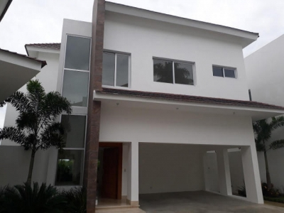 Casa en los Arroyo Hondo con 3 hab y 5baños