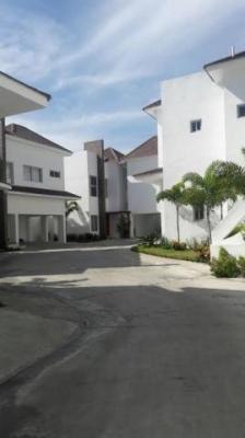 Casa en los Altos de Arroyo Hondo con 4H y 5B