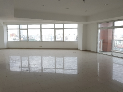 Alquilo local para oficina de 60 m2 en Torre Empresarial - Esperilla